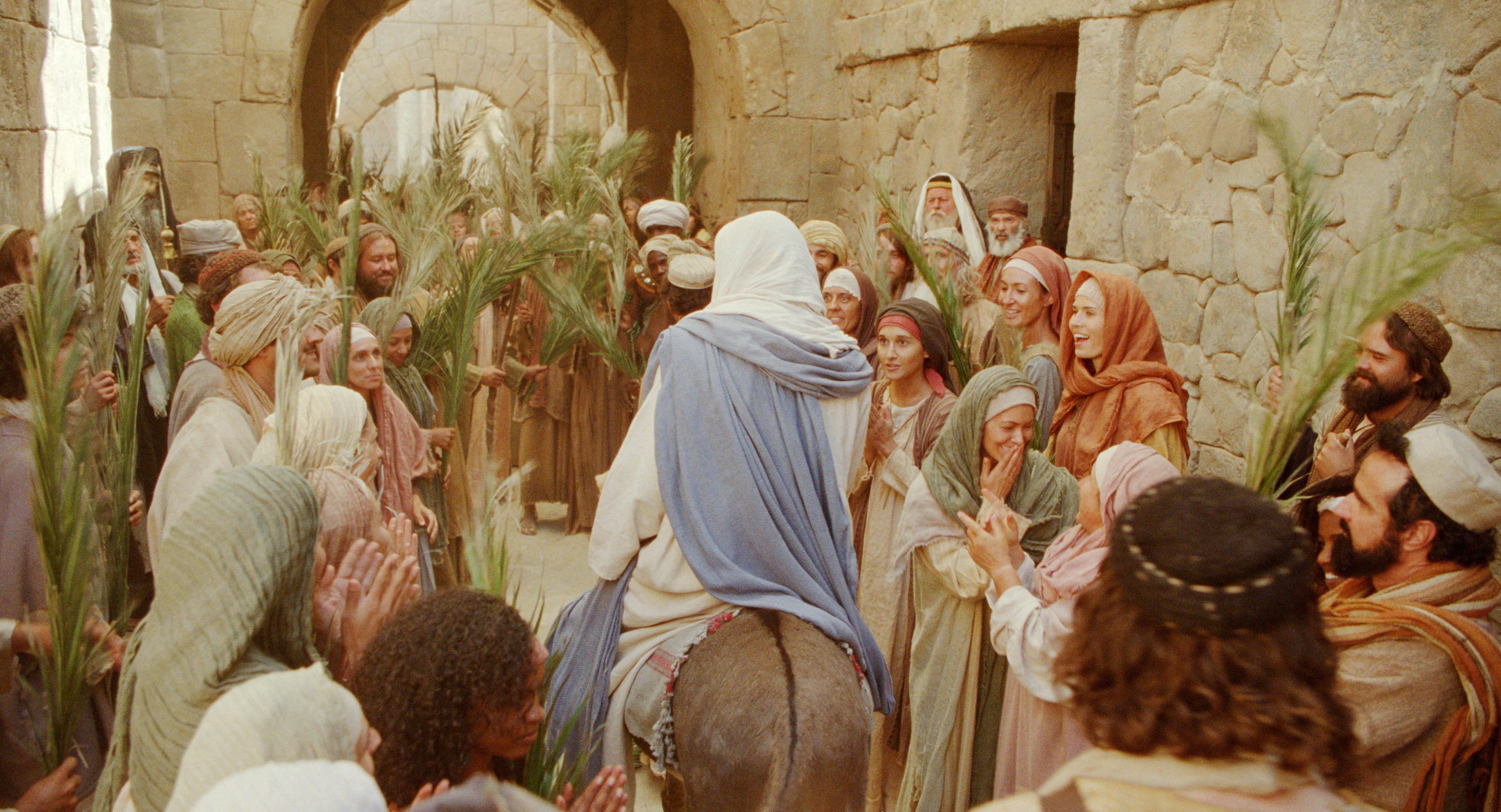 Jesus (finally) comes to Jerusalem as Messianic King