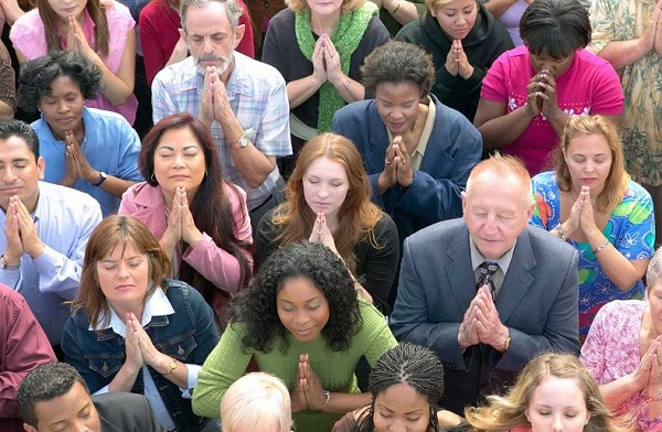 Why is the righteousness of the pray-er linked to the effectiveness of prayer?